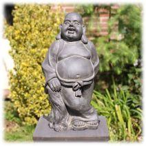 Relaxt staande Happy Boeddha donker