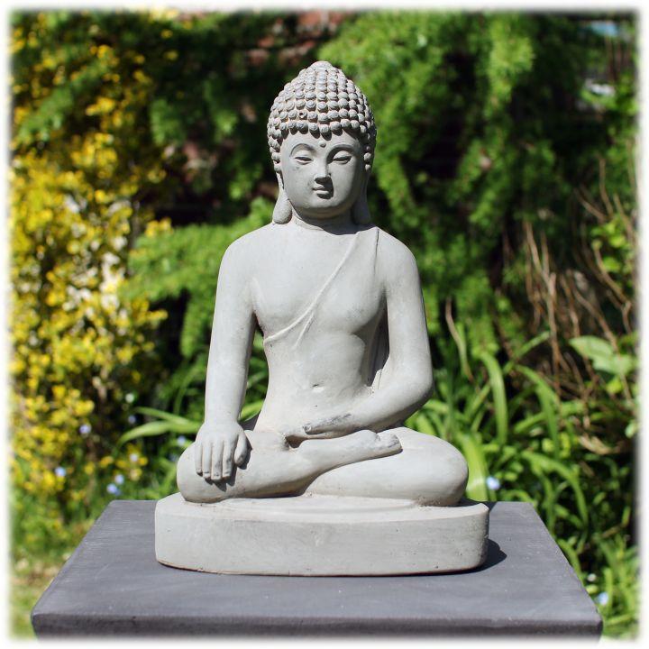 Boeddha tuinbeeld bhumisparsha M licht