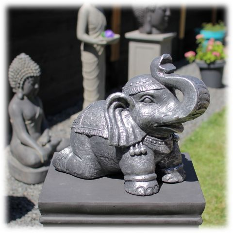 Tuinbeeld olifant op knieën zilver