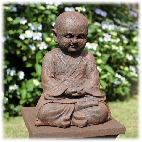 Mediterende Shaolin monnik rustiek