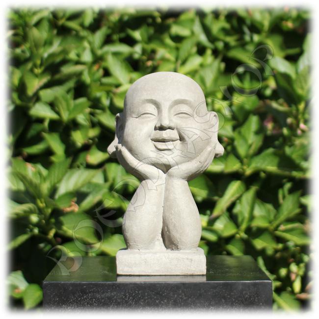 Happy Boeddha op handen grijs
