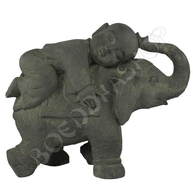 Kind monnik op olifant donker