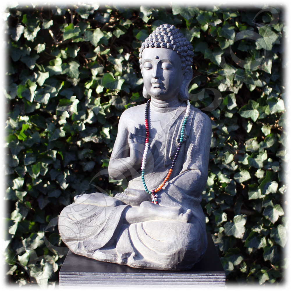 Tuinbeeld Boeddha namaskara donker