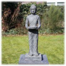 Staand Boeddha tuinbeeld met kom donker